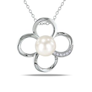 Picture of Flower Pearl Necklace
